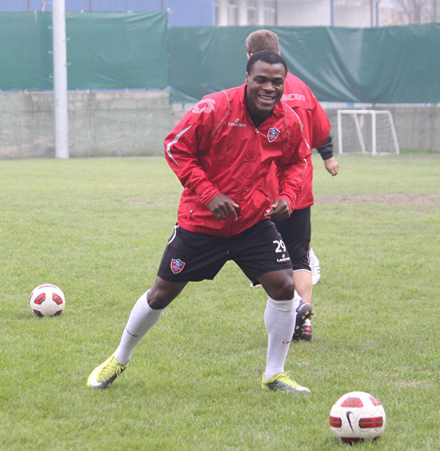 Emenike attığı gollerle Karabükspor'u Süper Lig'e taşıdı.