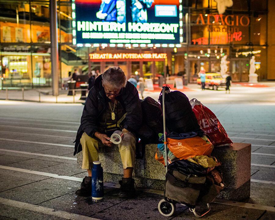 Almanya'da soğuk havalarda evsizler için alınan önlemlerin oldukça yetersiz kaldığı belirtiliyor.