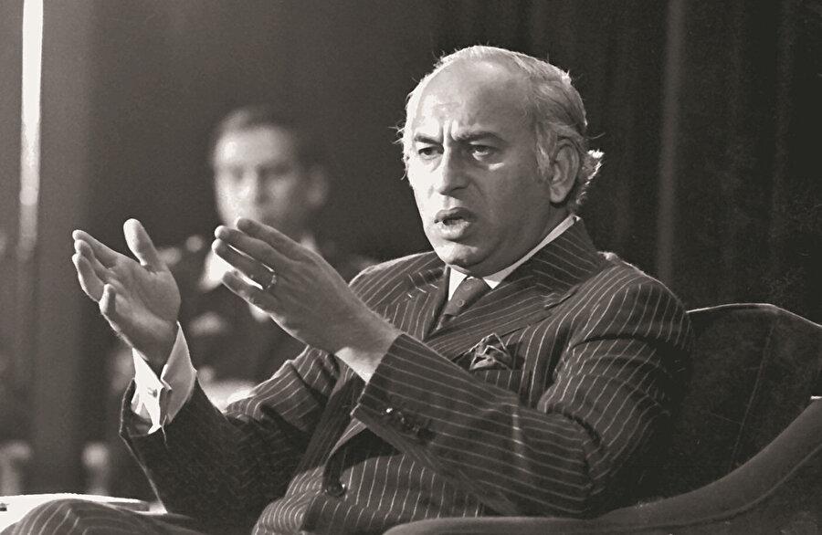 Zülfikar Ali Butto, Pakistan'da hem cumhurbaşkanlığı hem de başbakanlık yapmış bir isimdi.