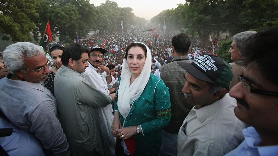 Benazir Butto'nun, öldürülmeden önceki son görüntülerinden biri.