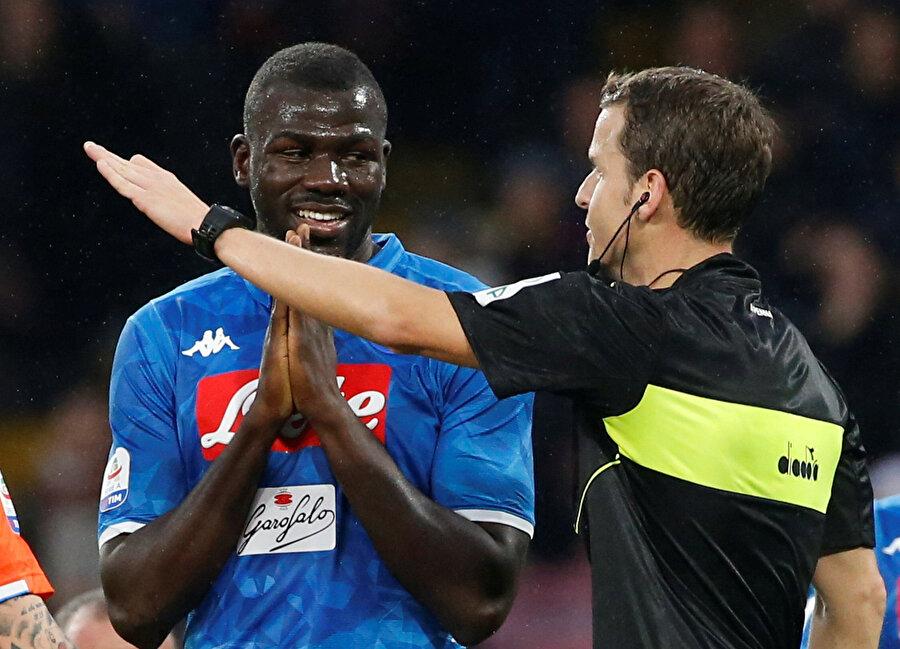 Koulibaly, ikinci sarı karttan kırmızı kartla oyun dışı kaldı.