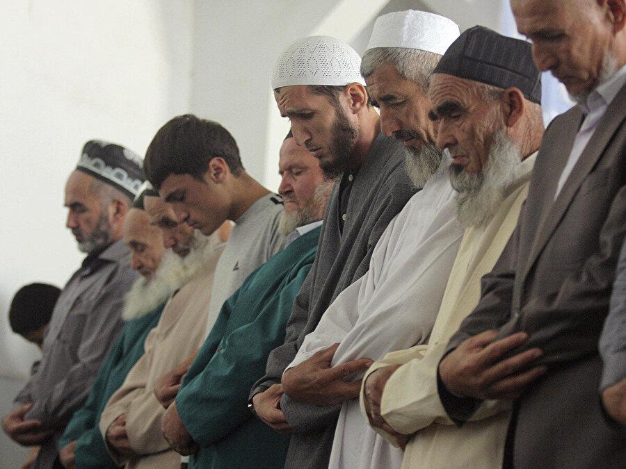 9 milyon nüfuslu Tacikistan'da kendisini Hanefi mezhebinin takipçisi olarak görenlerin oranı %90 civarında.