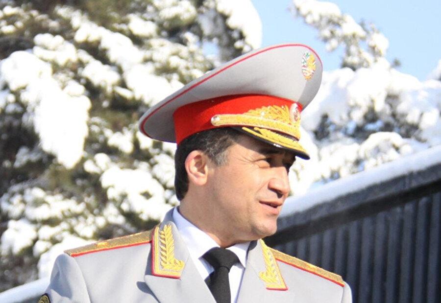 Tacik iç savaşında önemli figürlerden birisi olan Abduhalim Nazarzoda 2014 yılında Savunma Bakanı Yardımcılığı görevine atandı ama 2015 yılında görevden alındıktan sonra hükumet güçleri ile takipçileri arasında çıkan çatışma sırasında öldürüldü.