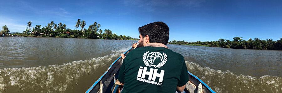 Matampay Nehri üzerinde kanoyla yolculuk