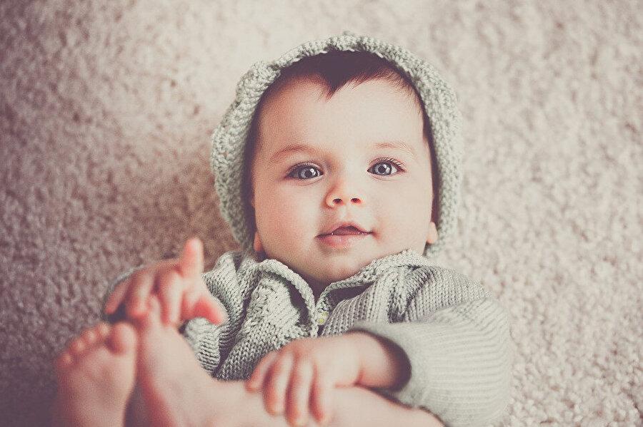 Günümüzde yeni doğan bebeklere isim koymak başlı başına bir sorun haline geldi. Birçok aile çocuklarına televizyon dizilerinde gördükleri karakterlerin isimlerini koymaya yöneliyor. Kuran'ı Kerim'den bu konuda da yardım almak aileler açısından daha makul bir hale gelebilir.