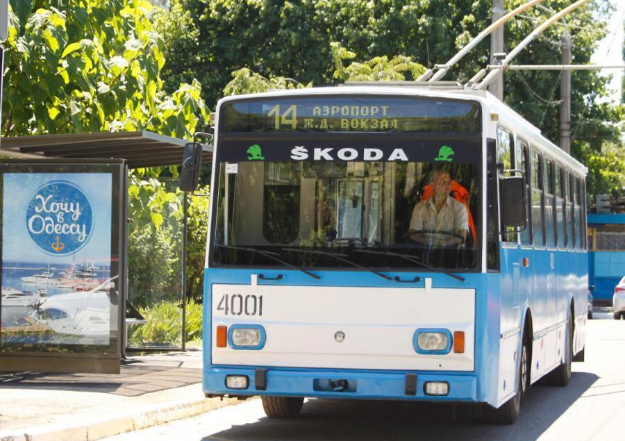 Odesa'da ulaşım sıklıkla Rus marka eski model otobüslerle sağlanıyor.