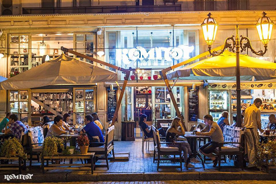Odessa'da bulunan şiddetle gidilmesini tavsiye ettiğim 'Kompot' restoran.