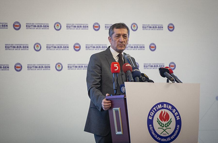 Milli Eğitim Bakanı Ziya Selçuk, MEBİM'e yapılan başvurularla ilgili açıklama yaptı.