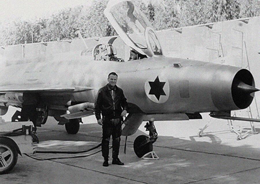 İsrailli pilotlar kaçırılan uçağı test uçuşlarına tabi tutarak uçağın zayıf yönlerini tespit etti.