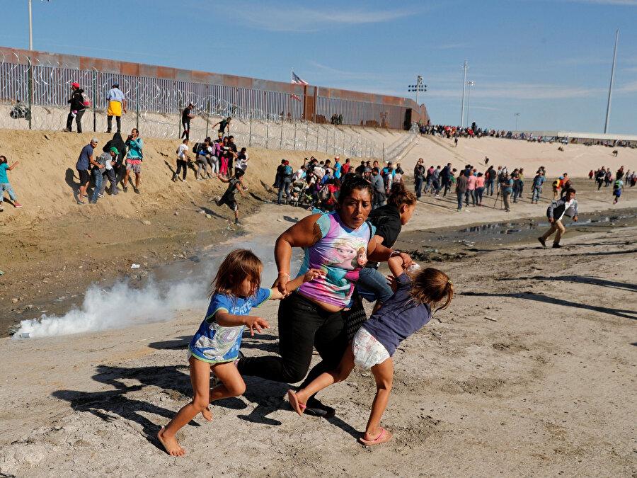 ABD'li sınır muhafızları geçen ay sınırı geçmeye çalışan, aralarında çocukların da bulunduğu göçmenlere göz yaşartıcı gazla müdahale etmişti.