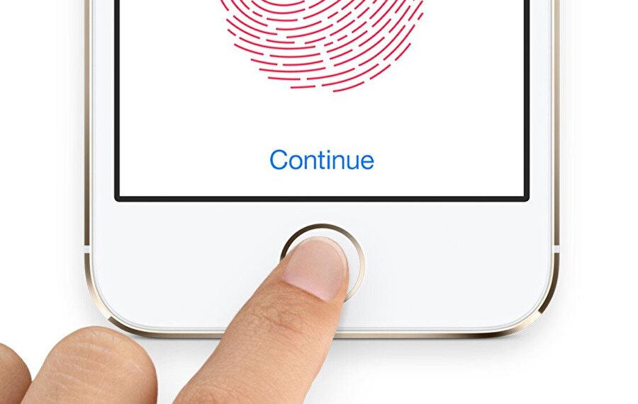 Apple'ın 2015 yılında hayata geçirdiği parmak izi okuyucu sistemine Touch ID deniyor.