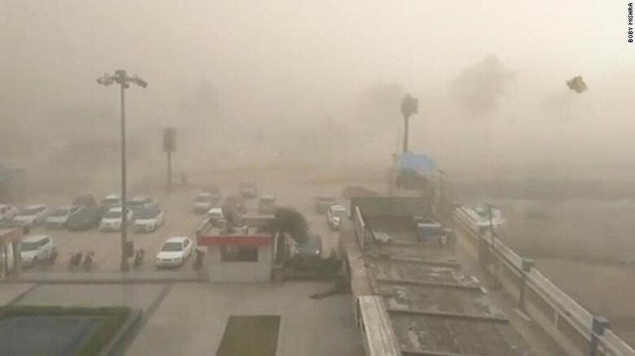 Hindistan'ın Racastan eyaletinde gerçekleşen kum fırtınası