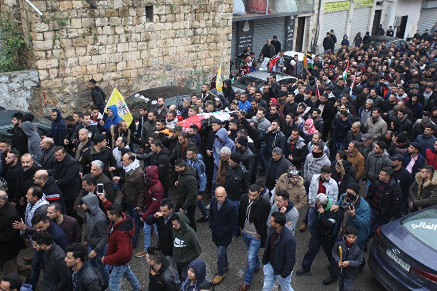 İsrail askerlerinin, ekim ayında şehit ettiği İlyas Yasin'in (22) cenazesi Filistin makamlarına teslim edildi.