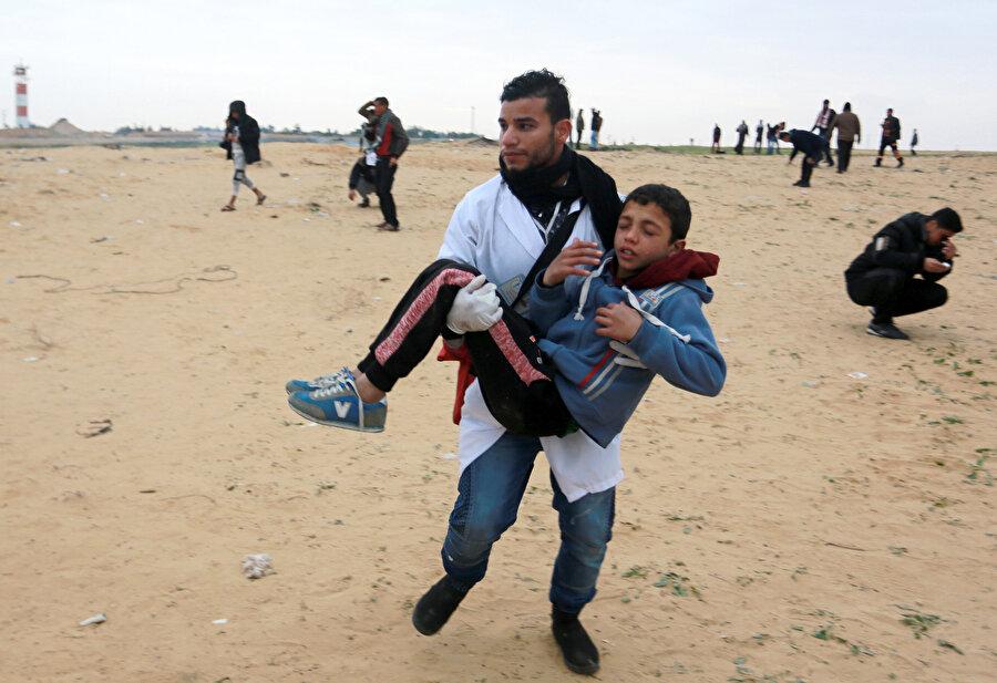 İsrail ablukası altındaki Gazze Şeridi sınırında düzenlenen barışçıl