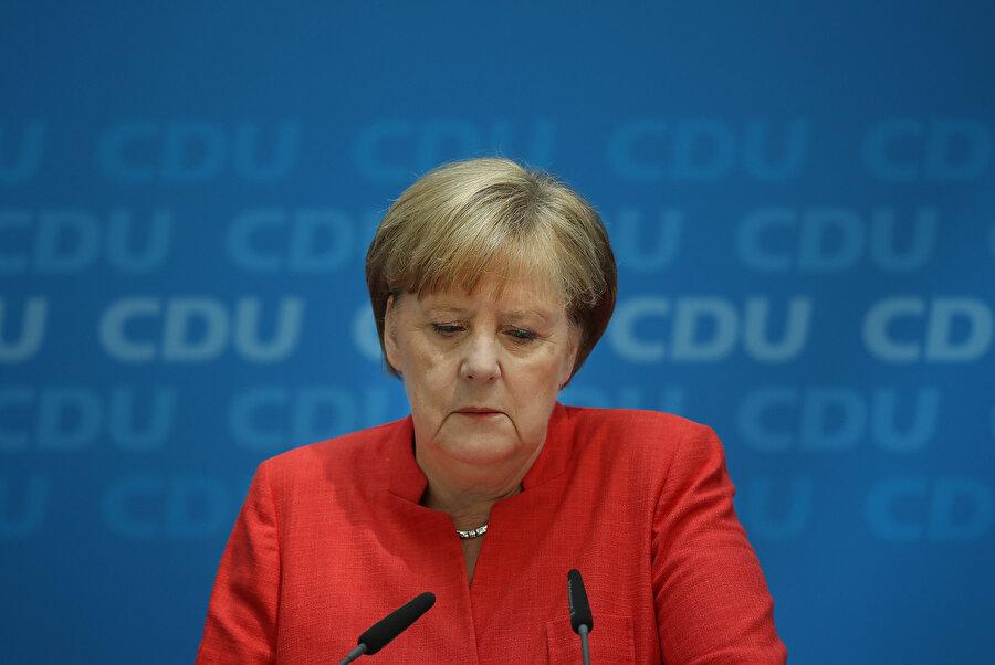 Başbakan Merkel'de siber saldırı kurbanı oldu.