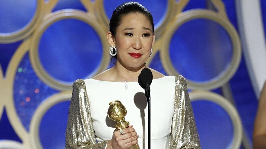 Sandra Oh, Altın Küre'yi kazanması sonrası bu unvana sahip ilk Asyalı kadın sanatçı oldu.