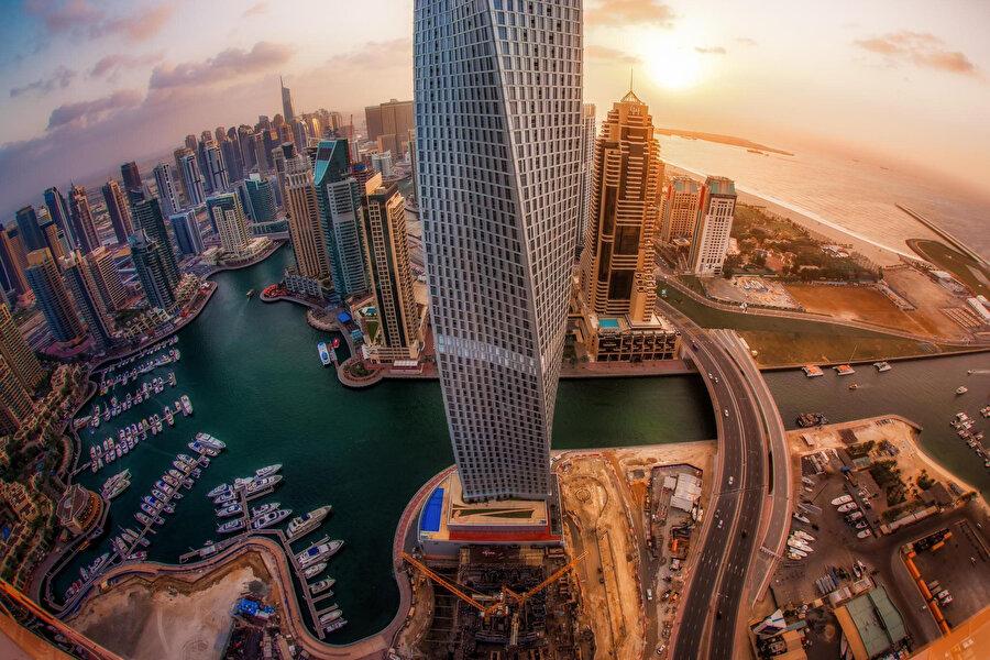 . Listenin başında vizesiz olarak 167 ülkeye seyahat edilebilen pasaportuyla Birleşik Arap Emirlikleri yer alıyor.