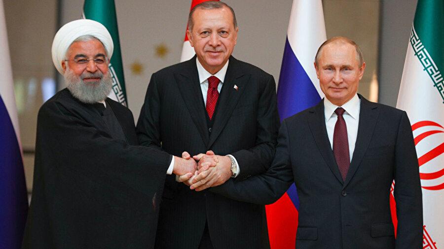 Cumhurbaşkanı Erdoğan'ın, 7 Eylül'de Tahran'da gerçekleşen Türkiye-Rusya-İran Üçlü Zirvesi'nde, İdlib'de ateşkes konusunda yaptığı çağrı sonuç vermişti. Bu zirvenin ardından 17 Eylül'de düzenlenen Soçi Zirvesi'nde İdlib bölgesinde temas hattı üzerinde savaşçıların ve ağır silahların çekileceği bir bölge kurulmasına karar verilmişti.