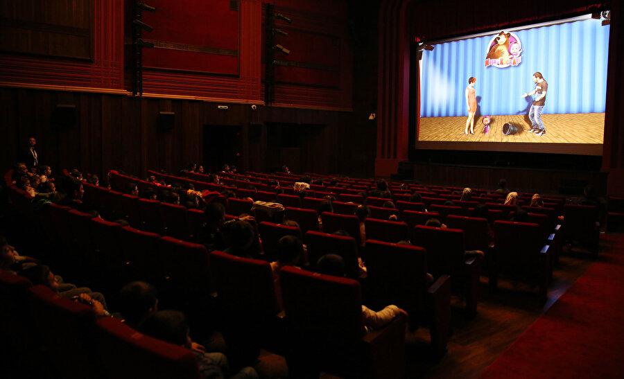 Yapılan kanun teklifinin ardından sinema salonlarında gösterilen reklam sürelerinin de kısalması bekleniyor.