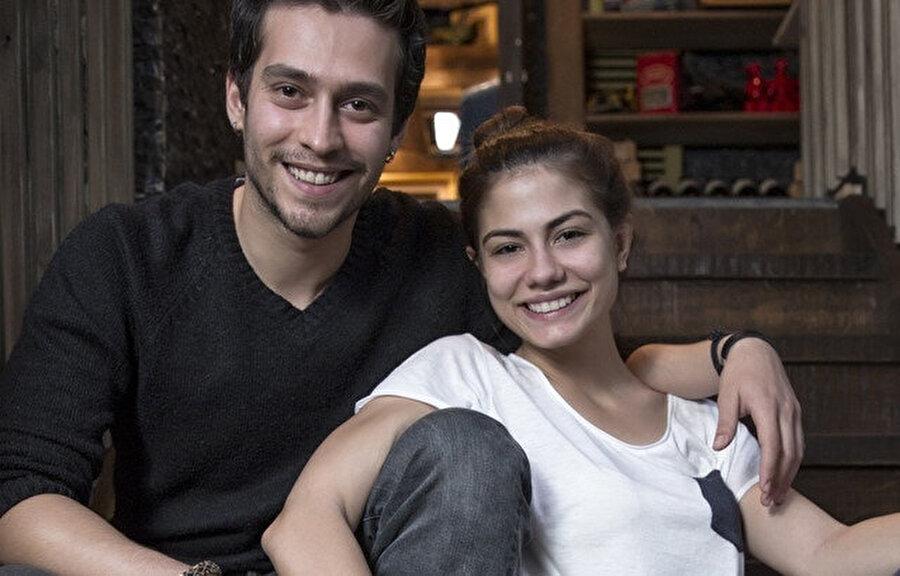 Ekin Koç, gerçek anlamda popülerliğini Fox TV'de yayınlanan ve başrolünü Demet Özdemir'le paylaştığı Sana Bir Sır Vereceğim isimli diziyle kazandı.