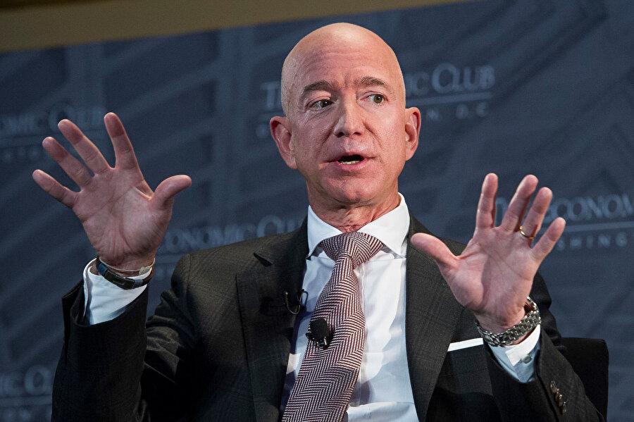 Nisan 1998'de başkan yardımcısı asistanı olarak Wall Street'de bir yatırım bankası olan Bankers Trust Company'e geçti.