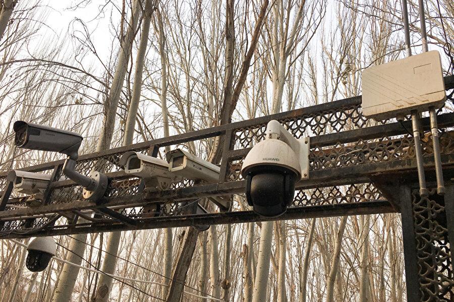 Doğu Türkistan bölgesinde camiler Çin hükümeti tarafından kameralarla izleniyor.