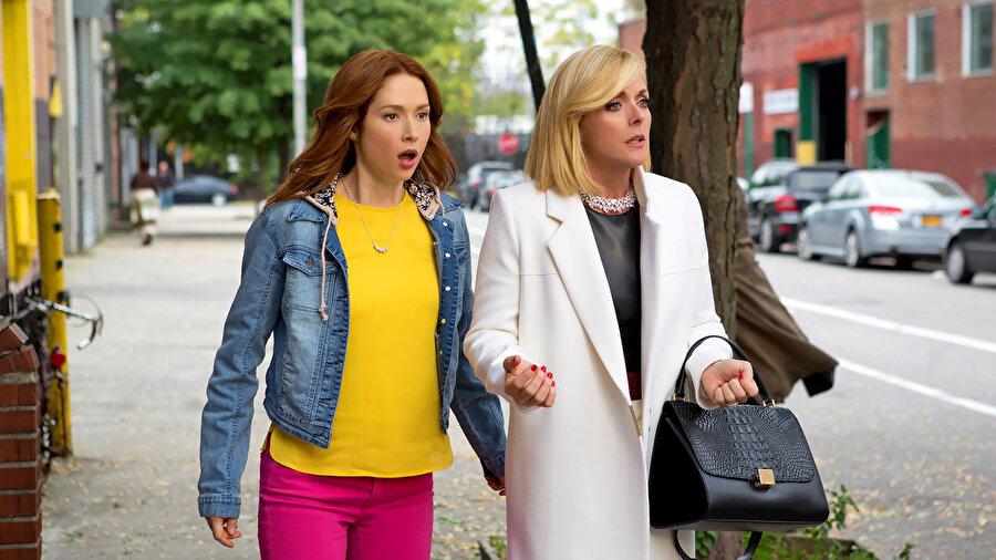 Unbreakable Kimmy Schmidt (2015) dizisinden bir kare.
