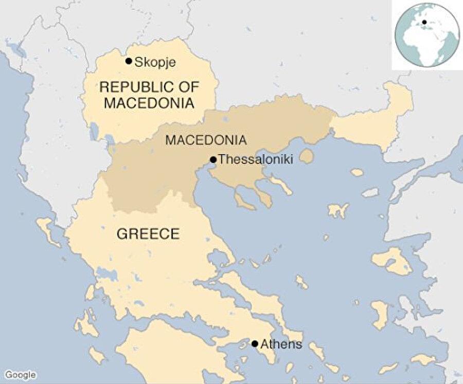 Yunanistan'ın kuzeyinde de aynı ismi taşıyan bir bölge bulunduğu için Makedonya'nın adı, 30 yıla yakın Atina ile ihtilafa neden oluyor. Atina bu isim nedeniyle komşusunun söz konusu bölgede toprak iddia etmesinden kaygı duyuyor.