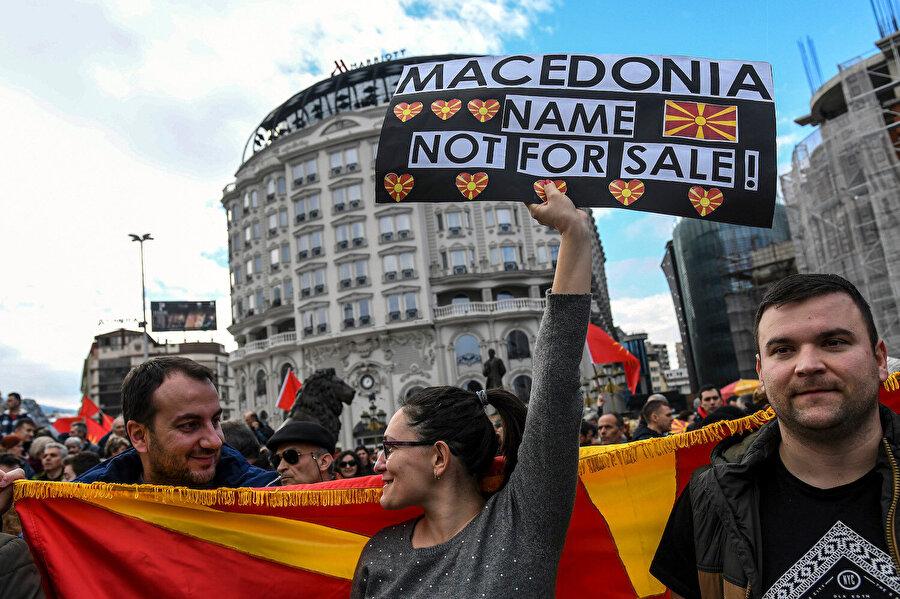 Makedonyalıların bir kısmı ülkenin isminin değiştirilmesine karşı çıkıyor.