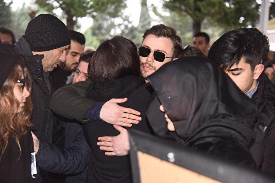 Tolga Sarıtaş, yakın arkadaşı Hande Erçeli bu zor gününde yalnız bırakmadı