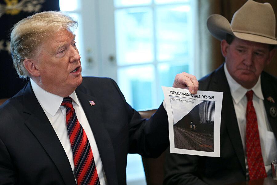 Federal hükümetin üç haftayı aşkındır kapalı olduğu ABD'de, Başkan Donald Trump İsviçre'nin 22-25 Ocak'ta Davos kentinde yapılacak Dünya Ekonomik Forumu'na katılmayacağını açıkladı.