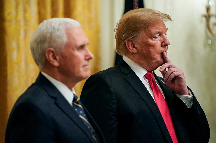 ABD Başkanı Donald Trump ve ABD Başkan Yardımcısı Mike Pence Beyaz Saray'da toplantı öncesi yan yana görünüyor.