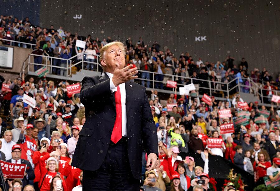Trump'ın seçim kampanyasından önce seçim anketlerini 'manipüle' ettiği iddia edildi.
