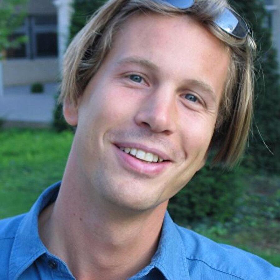 Macaristan'da yaşayan Bence, 1999 yılında UC Berkeley'de doktora çalışmasına başladı.