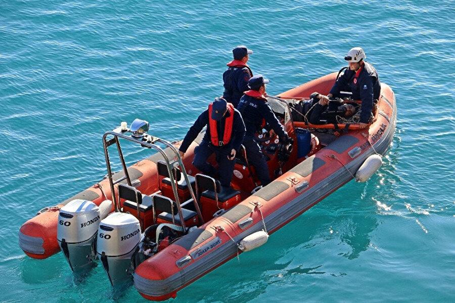 Bircan, Sahil Güvenlik Komutanlığı'na ait botlarla kurtarıldı.
