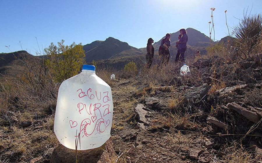 10 yıldan uzun bir süredir Meksika'dan çölü kaçak olarak geçen göçmenlere, su, yiyecek ve ilaç yardımı yapan 'No More Deaths' hareketine ilk kez dava açılmıştı.