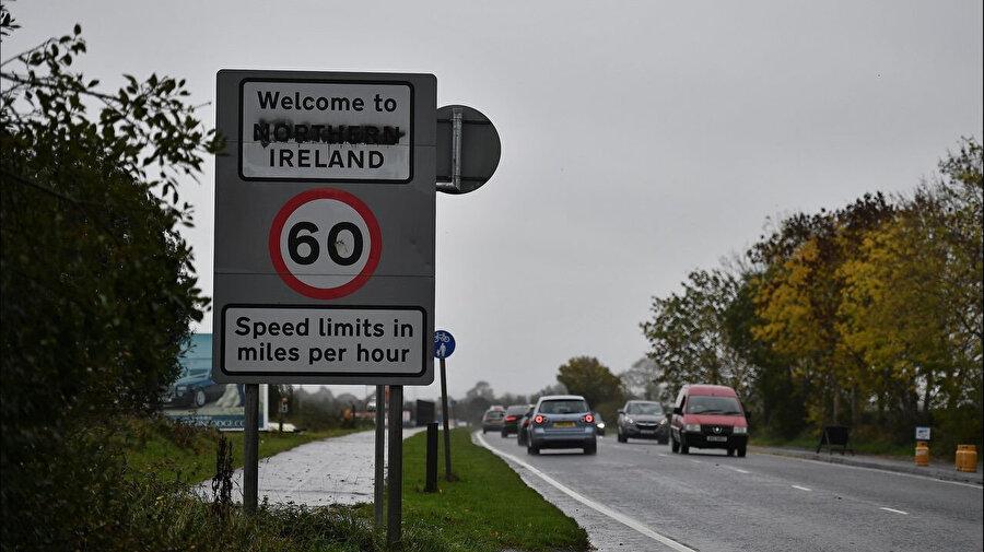 En büyük korku, Kuzey İrlanda Cumhuriyeti'nin fiili olarak İrlanda Cumhuriyeti'nin parçası haline gelmesi ve Kuzey İrlanda gibi 2016'daki referandumda Brexit'e karşı çıkan İskoçya'da 2014'ten sonra yeniden bir bağımsızlık referandumu yapılması. Yani, Birleşik Krallık'ın parçalanması.