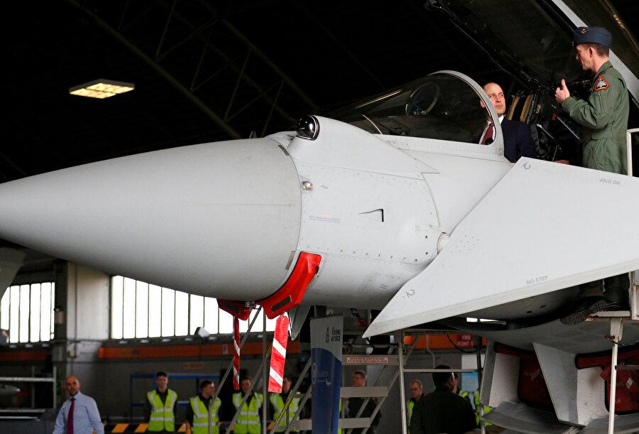 İngiltere Prensi William Duke, Lincolnshire'daki uçak fabrikasını ziyaret etmişti.