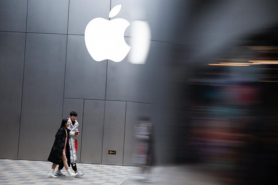Apple 154 milyar dolarla ikinci sırada yer aldı.