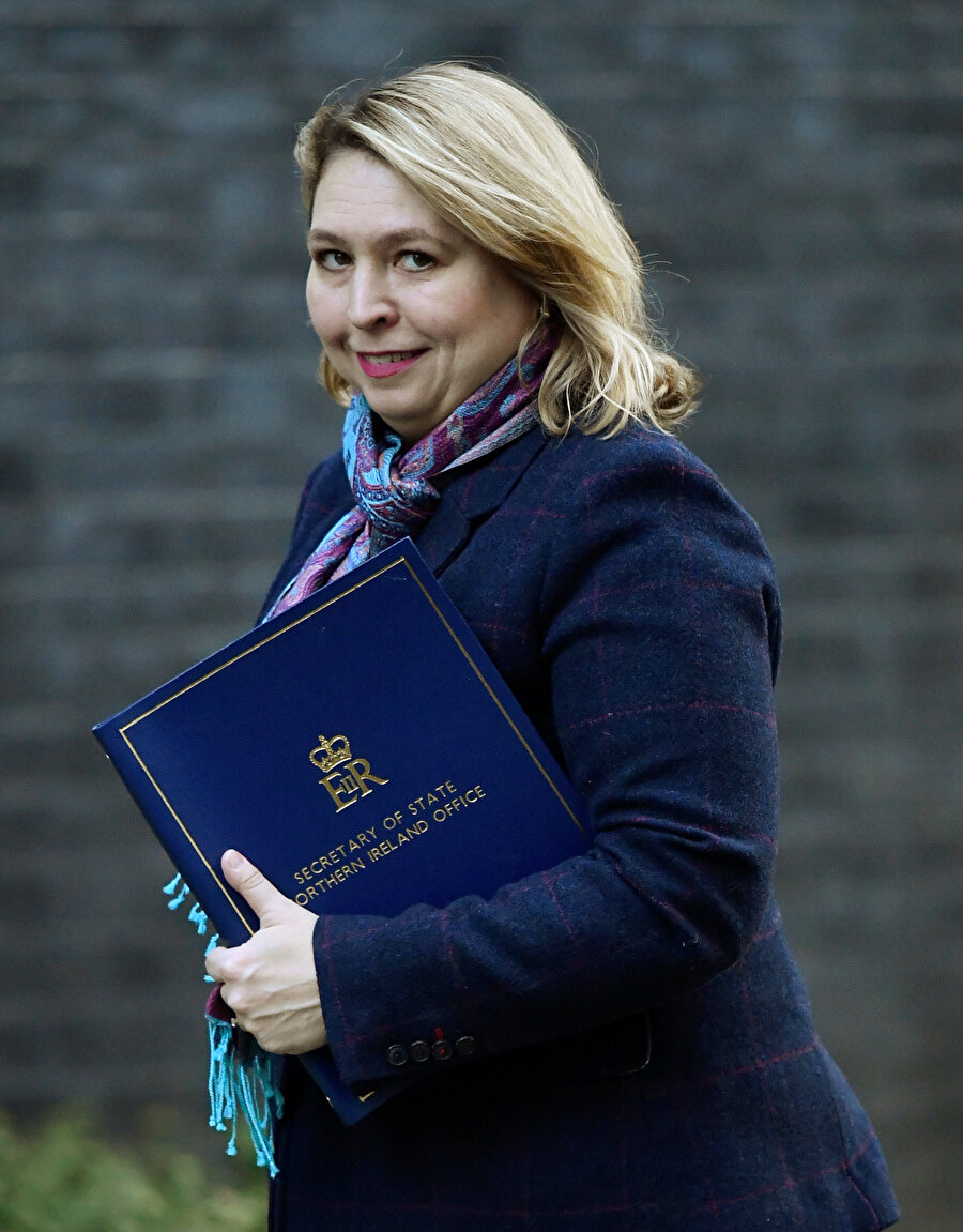 İngiltere'nin Kuzey İrlanda Eyalet Sekreteri Karen Bradley
