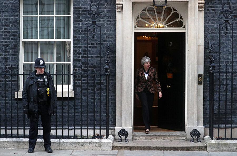 """May, AB ile vardığı Brexit anlaşmasının geçen hafta parlamentoda reddedilmesinin ardından """"B planını"""" açıkladı."""