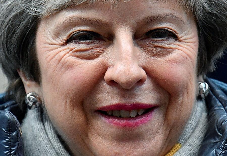 İngiltere Başbakanı Theresa May, hükümetin anlaşmasız Brexit'i dışarıda bırakması yönündeki taleplerle ilgili olarak, bunun yolunun parlamentonun bir Brexit anlaşmasını onaylaması olacağını söyledi.