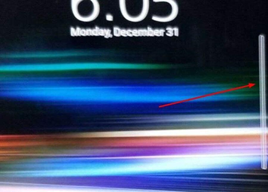 Çalışırken görüntülenen Xperia XZ4'teki en önemli detay sağ kısımda yer alan Side Sence özelliği.