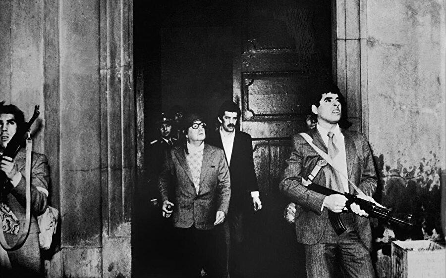 Cumhurbaşkanı Salvador Allende'ye darbe düzenlendi.