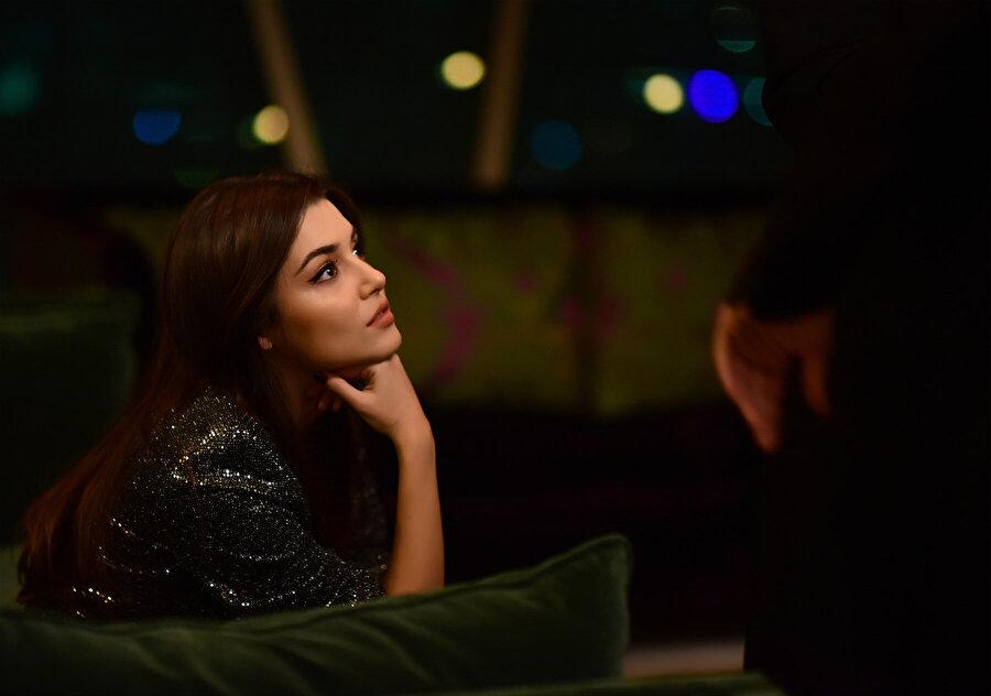 Halka dizisinden Hande Erçel.