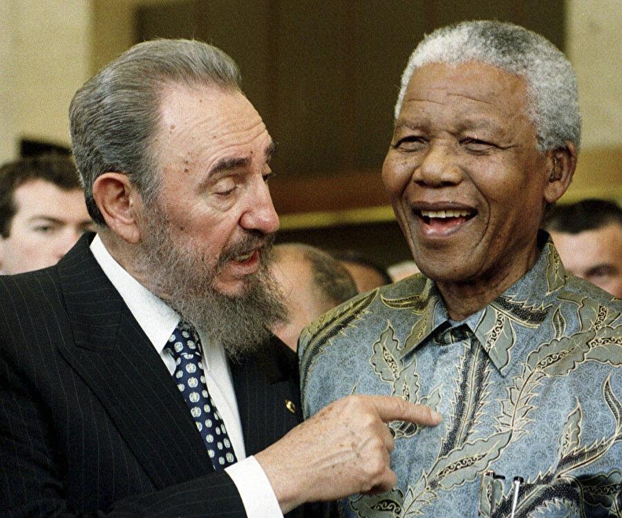 Fidel Castro ve Nelson Mandela.