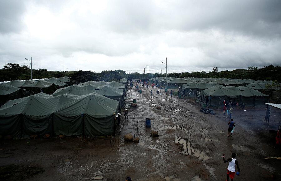 Kaç milyon Afrikalının mülteci kamplarında yaşadığı henüz bilinmiyor.