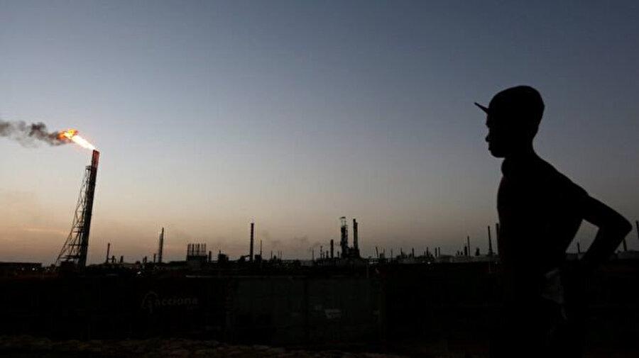 Venezuela'nın en büyük petrol müşterisi ise ABD. Venezuela'nın petrol ihracatının yüzde 41'i ABD'ye yapılıyor. Venezuela ayrıca ABD'ye en çok ham petrol tedarik eden dört ülkeden biri.