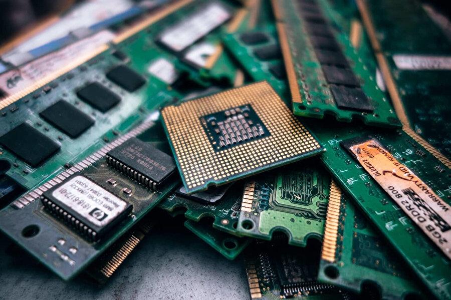Bilgisayar ve yazılım geleceğin meslekleri arasında gözde konumda bulunuyor.
