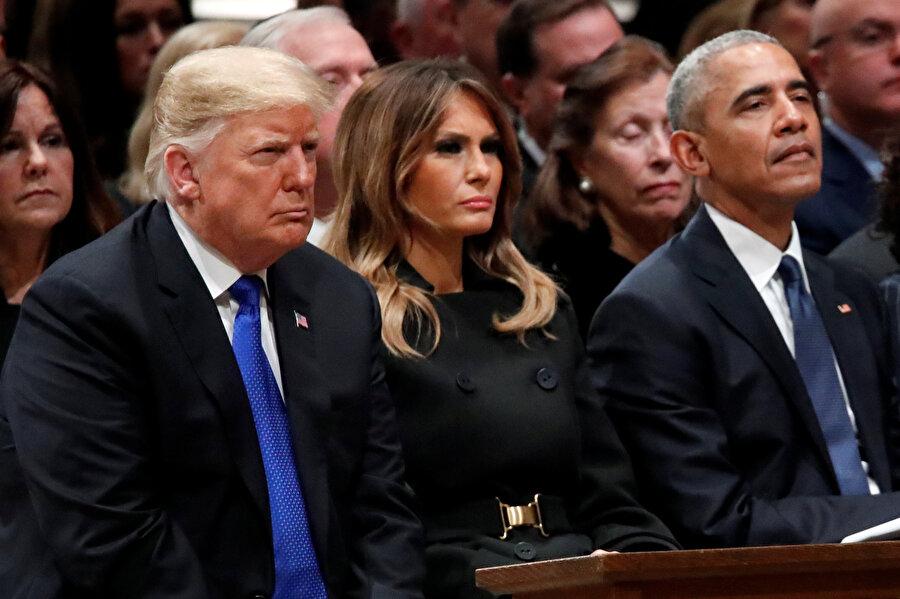 Donald Trump ve Barack Obama, eski başkanlardan George W. Bush'un babası olan Baba Bush'un cenaze töreninde yan yana oturmuş.